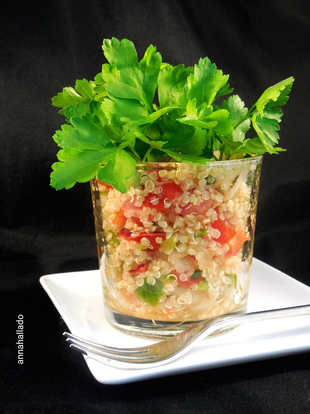 Ensalada de quinoa en vasito y su plantación de perejil