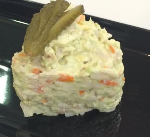 Tartar de aguacate y palitos de cangrejo