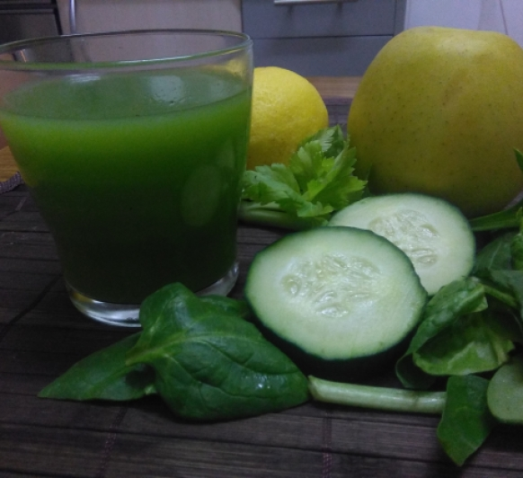 zumo verde prensado y filtrado